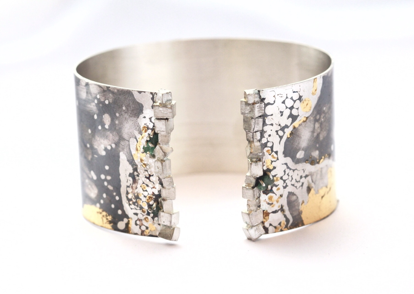 Bracelet Habachtal collection rough emerald. Artistar jewels