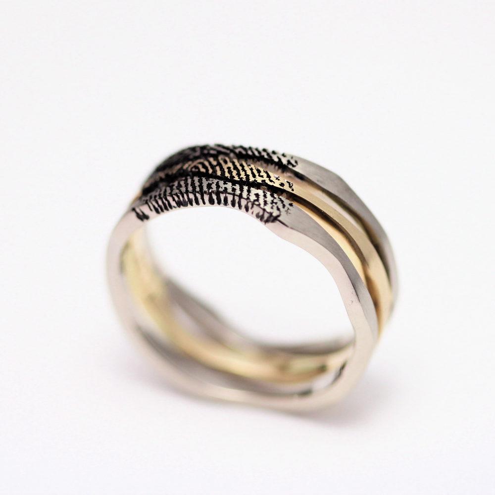 In opdracht gemaakte ring met vingerafdruk